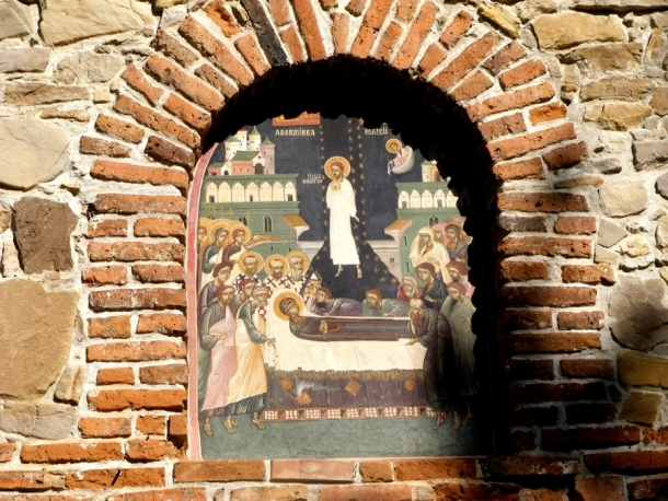 biserica borzesti fresca intrare