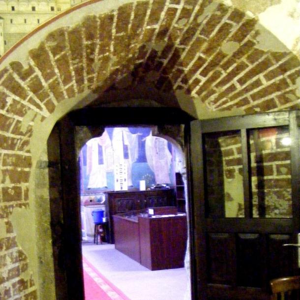 biserica borzesti interior