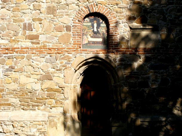 biserica borzesti intrare si hram