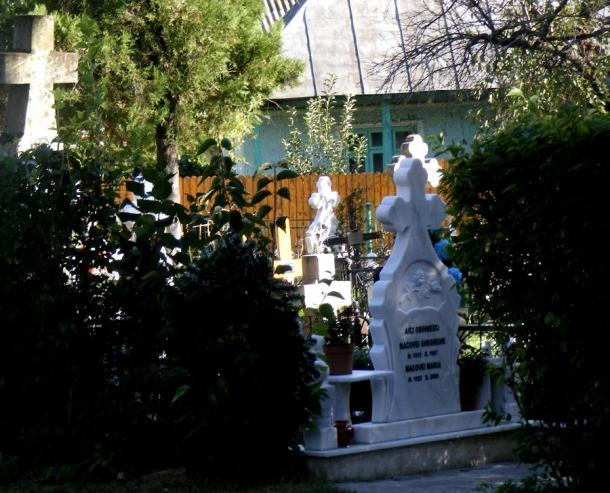 biserica borzesti mormant