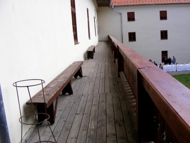 cetatea miko etaj