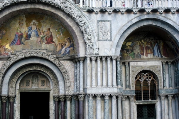 fresce si sculpturi bazilica san marco