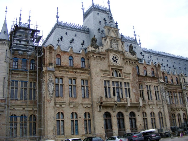 palatul culturii sculpturi