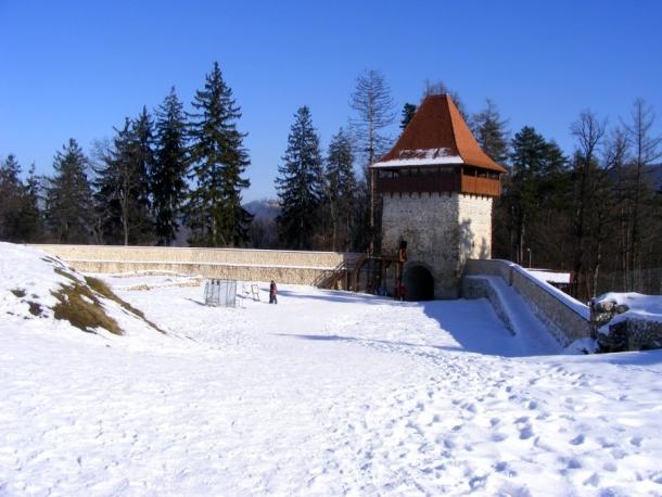 turn si zid aparare cetatea rasnov