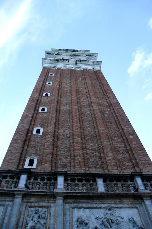 turnul campanila inalt