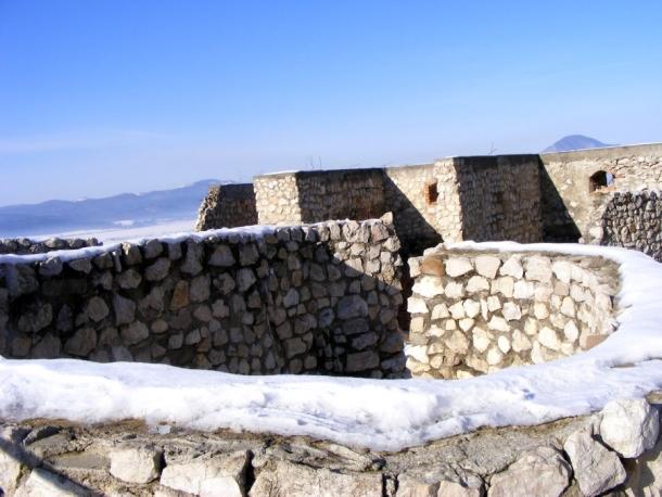 ziduri cetatea rasnov