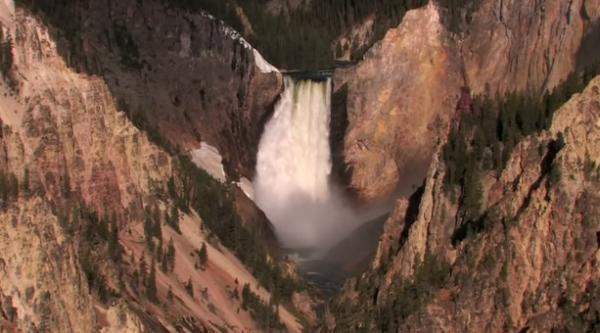 Cea mai mare cascadă din America se află în Rezervația Naturală Yellowstone
