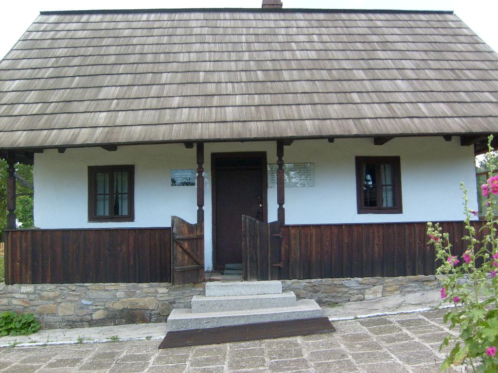 Casa memorială Ciprian Porumbescu intrare