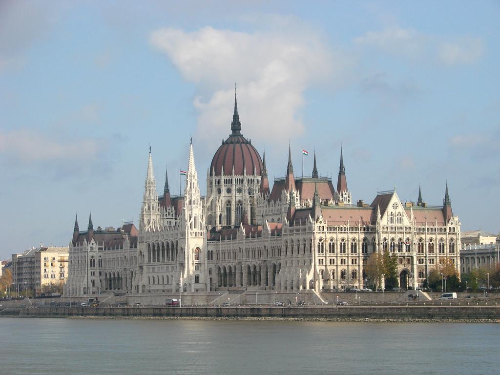 Cladirile Parlamentului din Budapesta11