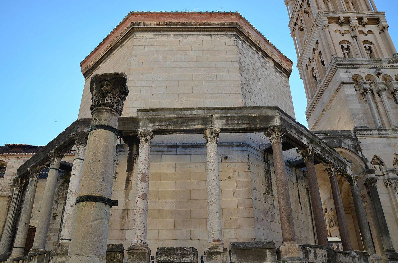 Complexul istoric si palatul imparatului Diocletian111
