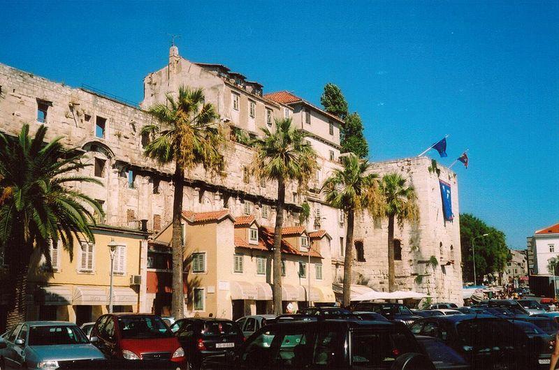 Complexul istoric si palatul imparatului Diocletian1111