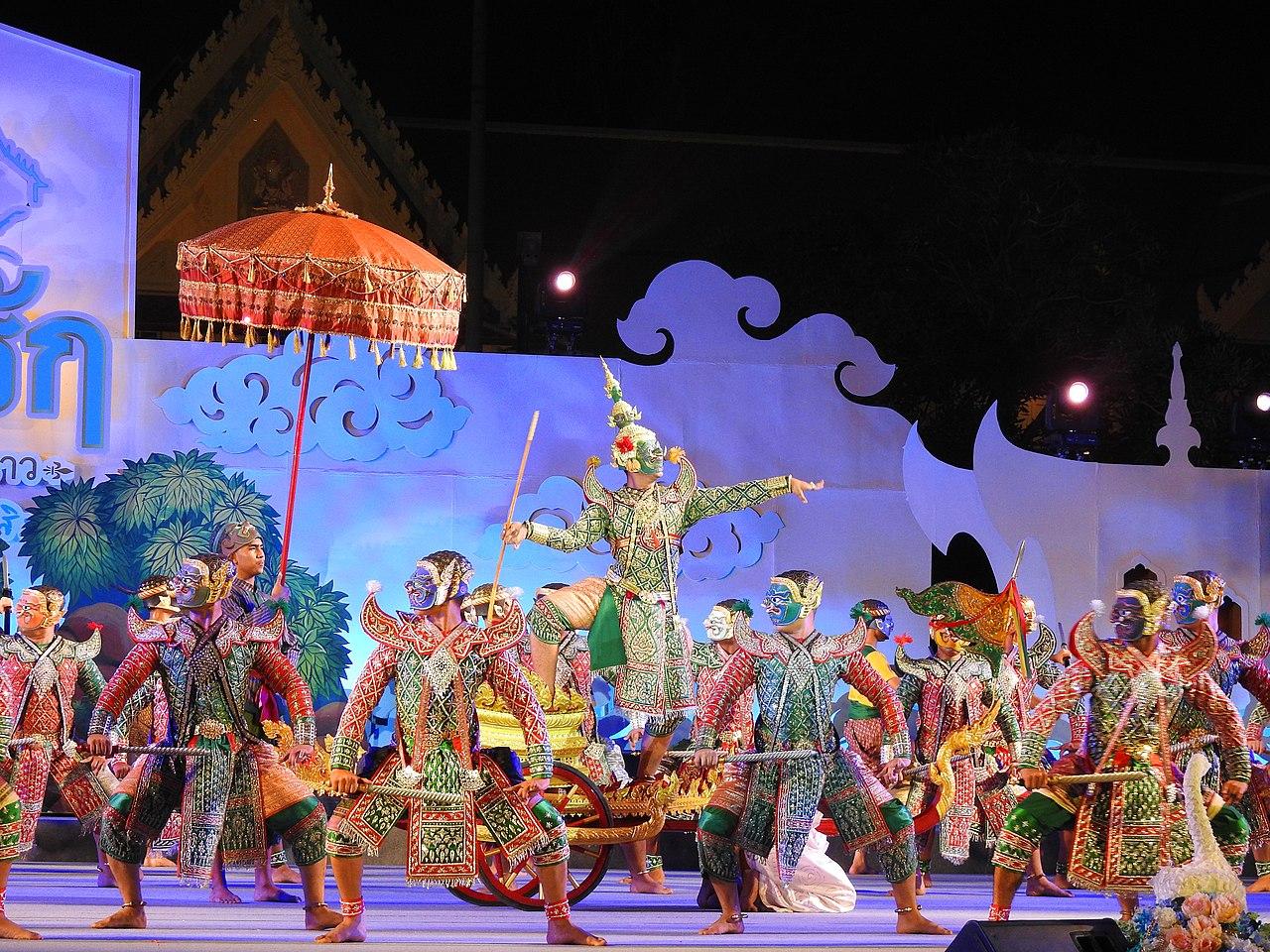 "Dansul mastilor numit ,,Khon"""