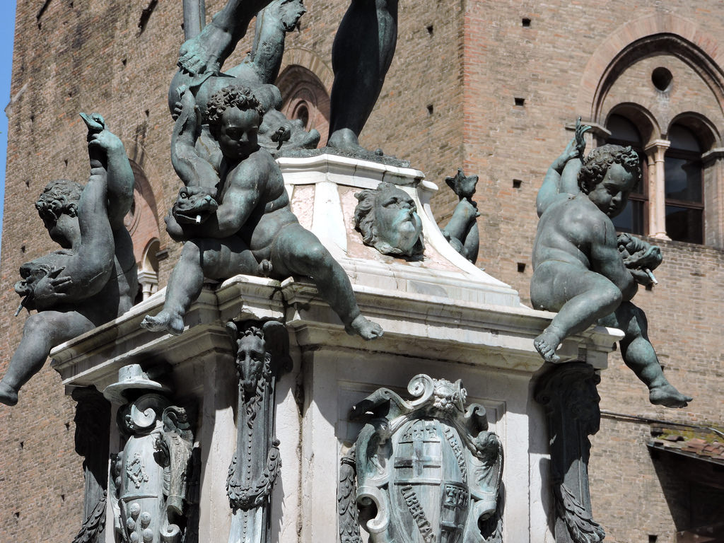 Fantana lui Neptun din Bologna11