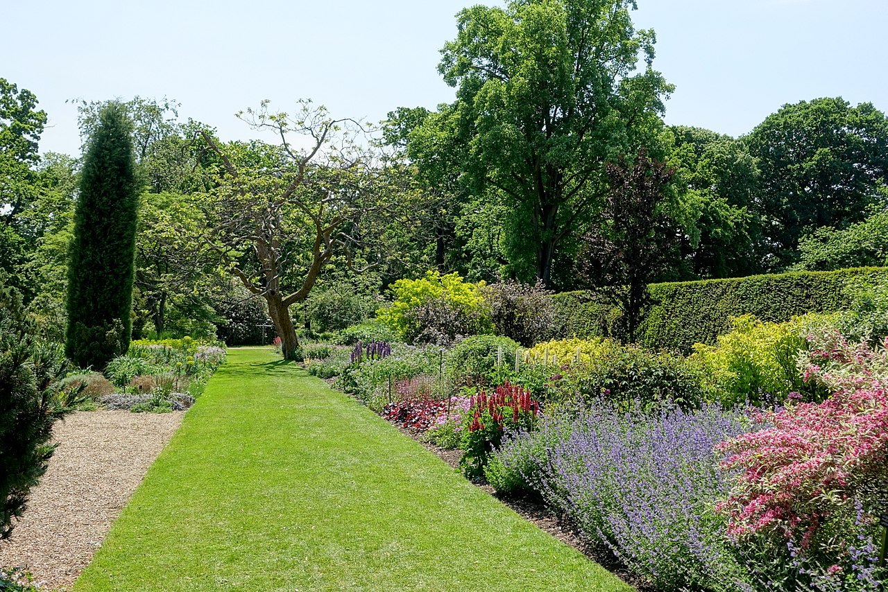 Grădina Savill1