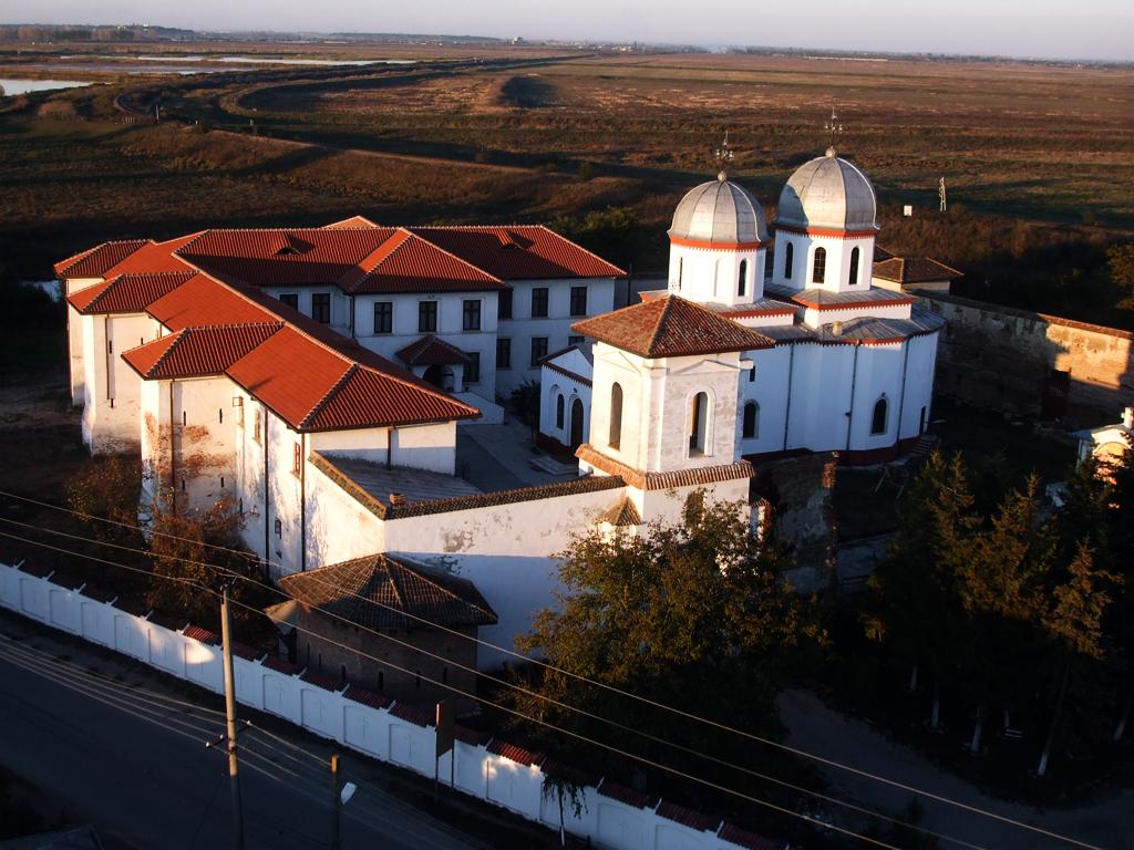 Mănăstirea Comana1