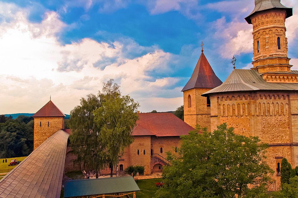 Mănăstirea Dragomirna la apus