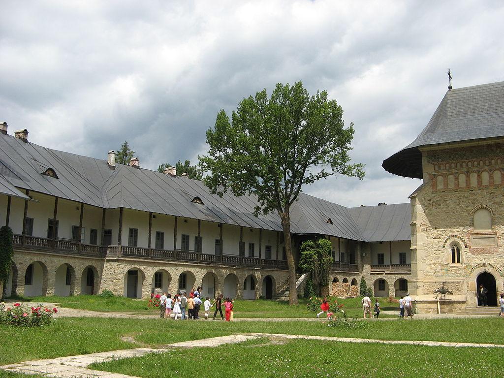 Mănăstirea Neamţ curte