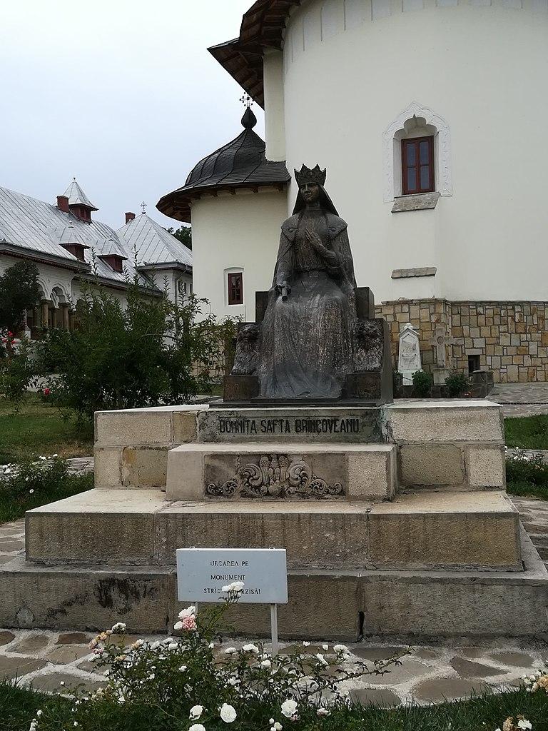 Statuie Manastirea Varatec