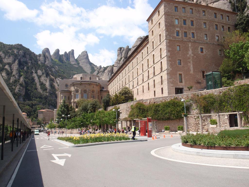Manastirea Fecioarei din Montserrat111