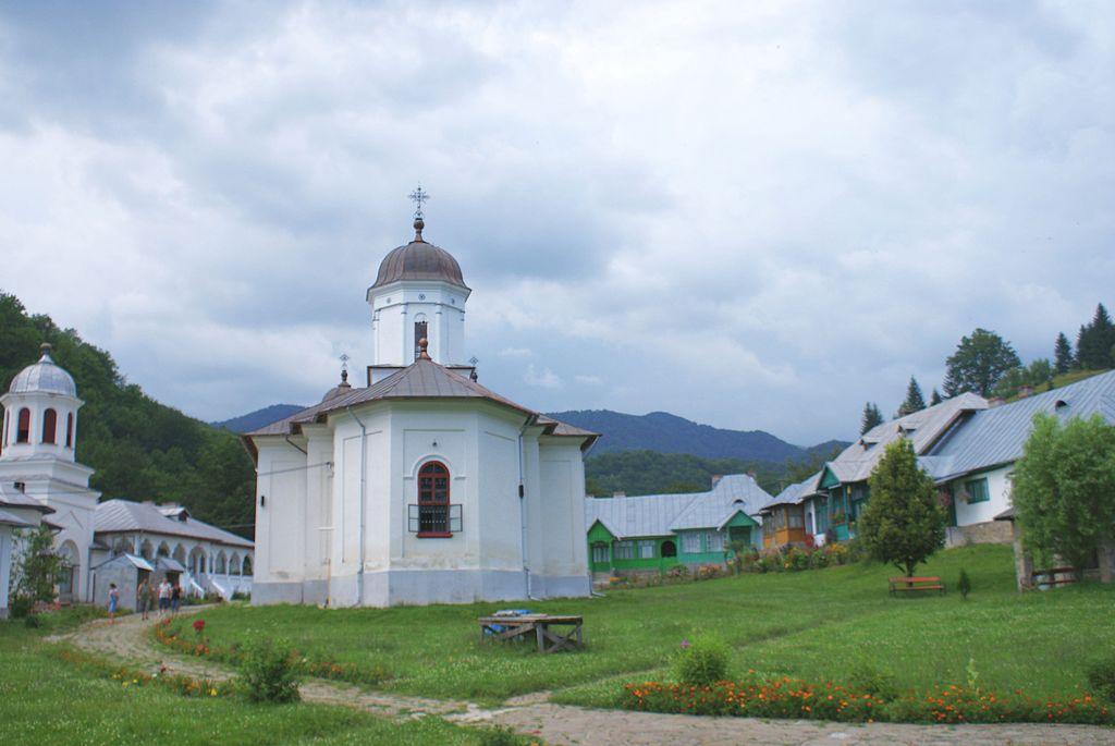 Manastirea Suzana1