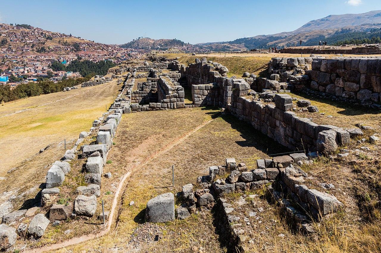Monumentul din piatra Sacsayhuaman11