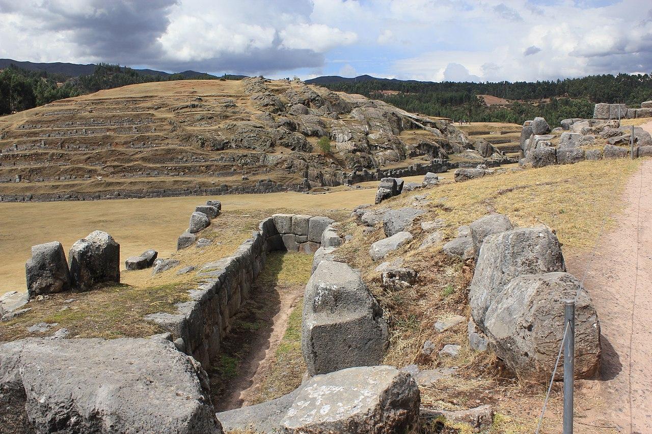 Monumentul din piatra Sacsayhuaman111
