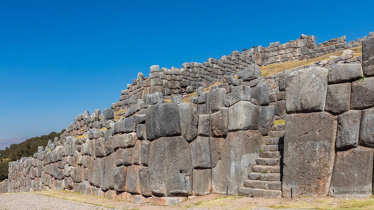 Monumentul din piatra Sacsayhuaman1111
