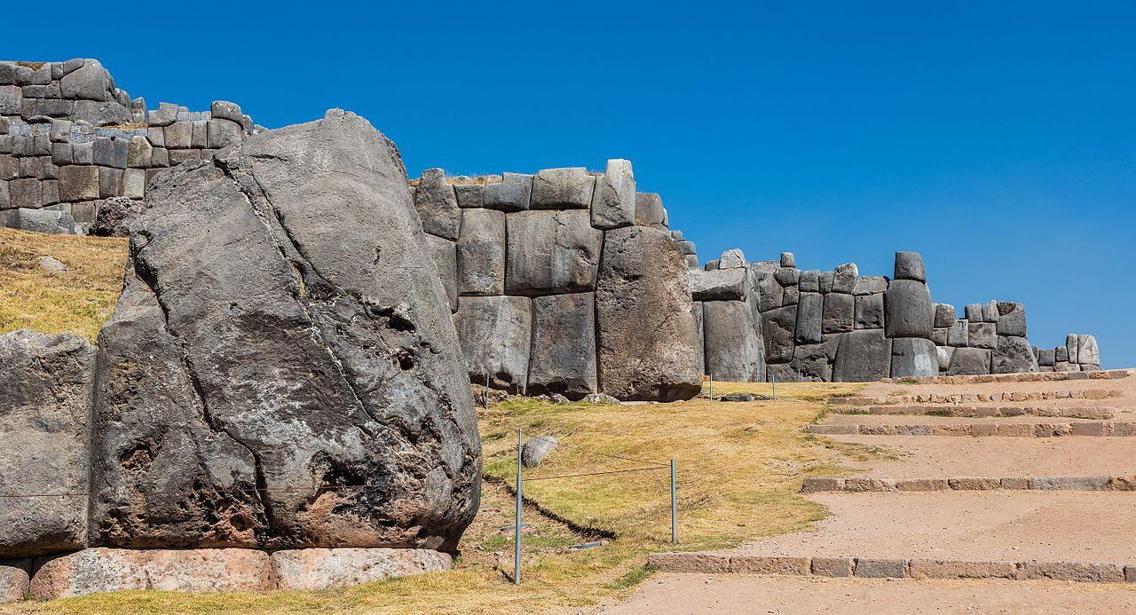 Monumentul din piatra Sacsayhuaman11111
