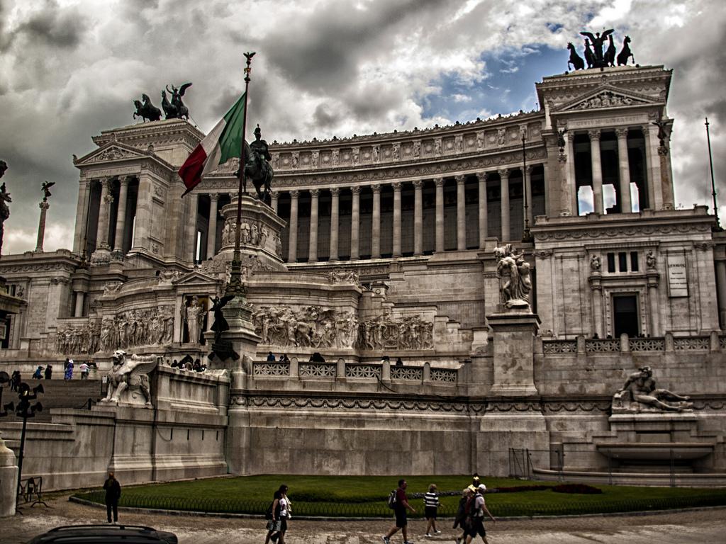 Monumentul lui Vittorio Emanuele al II-lea11