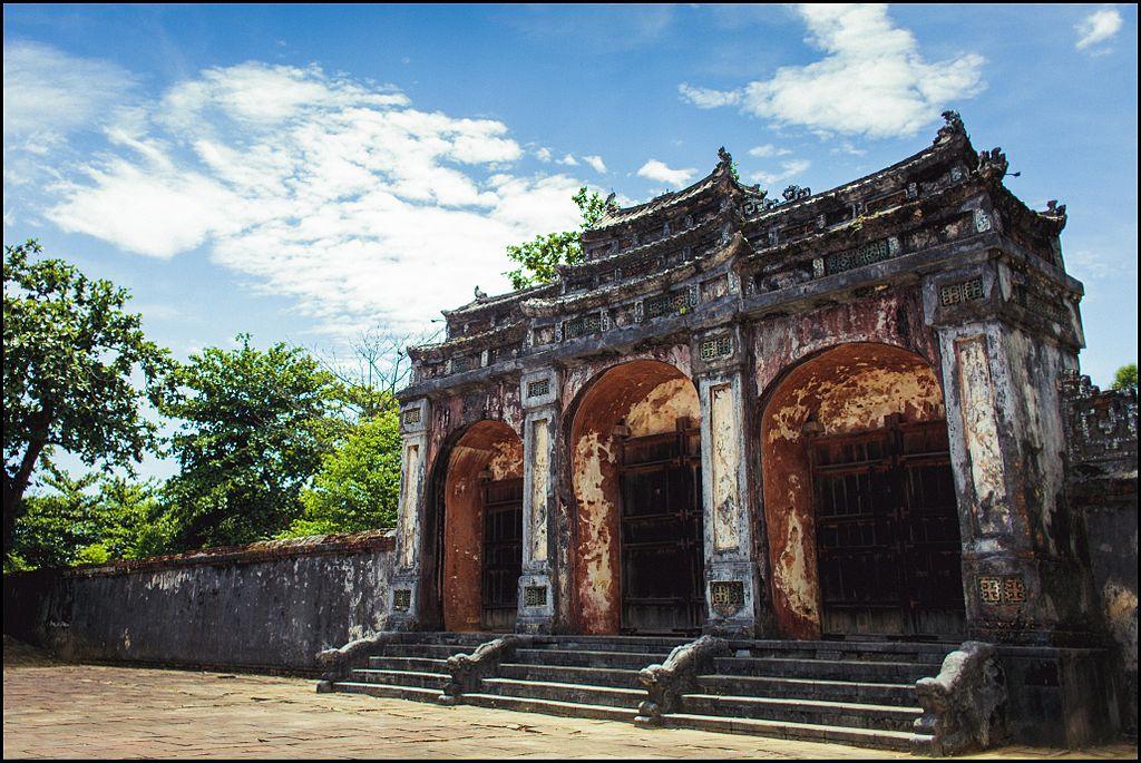 Mormintele imperiale de langa Hue11
