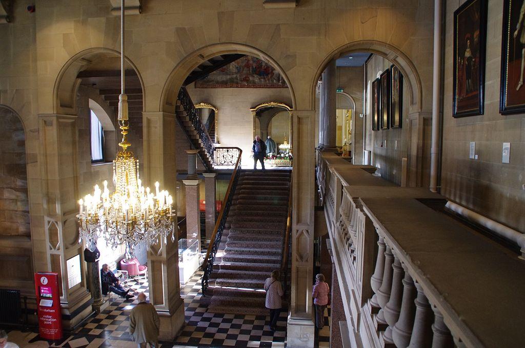 Muzeul Bowes interior