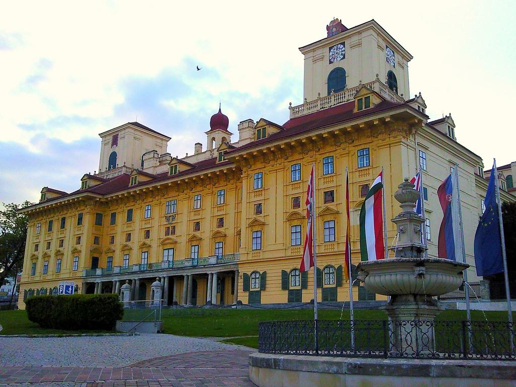 Palatul Esterhazy1