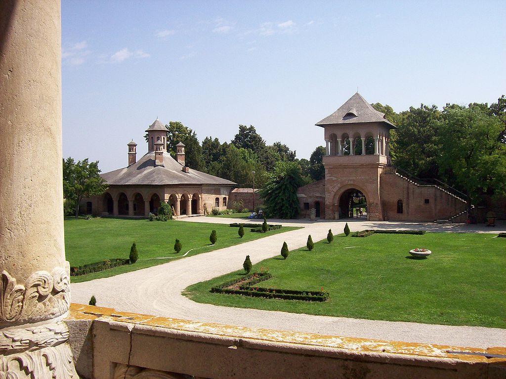 Palatul Mogosoaia2