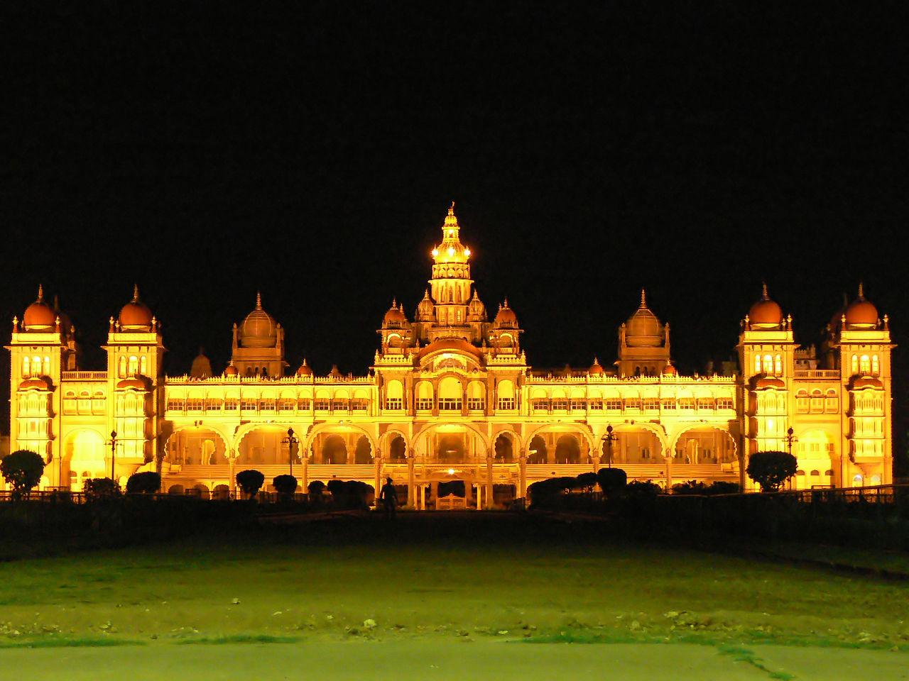 Palatul din Mysore noaptea