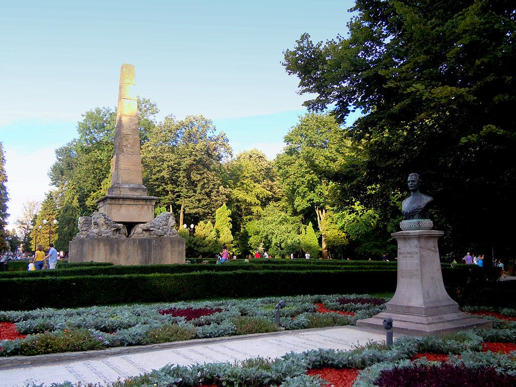 Parcul Copou cu bustul lui Mihai Eminescu