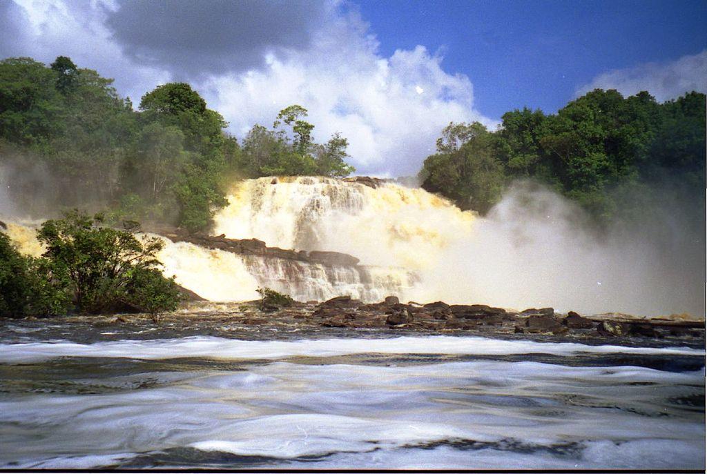 Parcul National Canaima Waterfalls