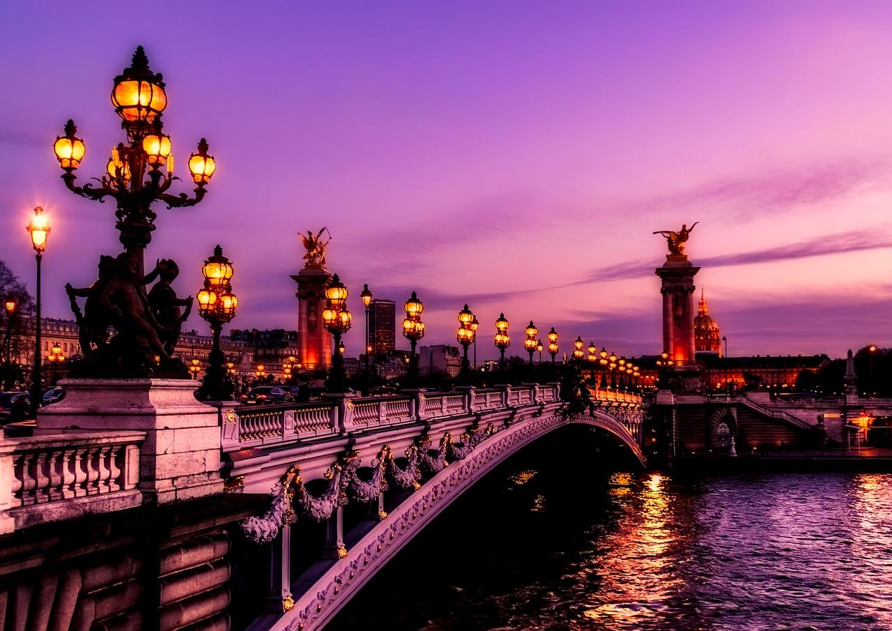 Paris nocturn