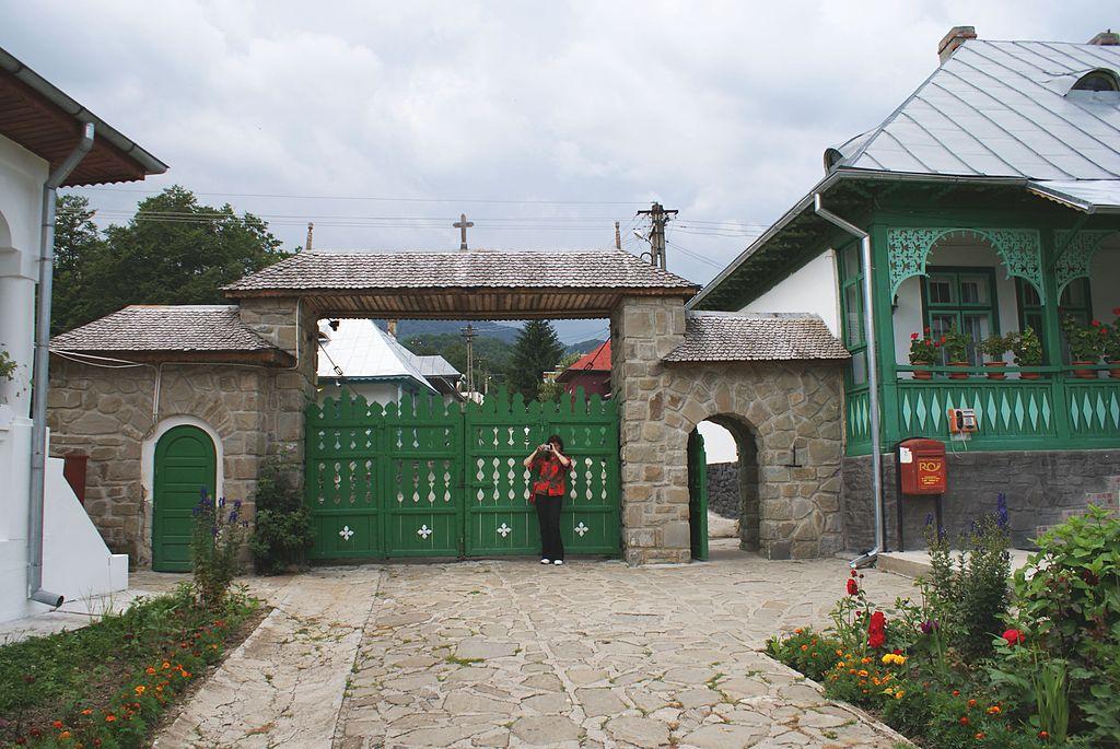 Poarta Manastirii Suzana
