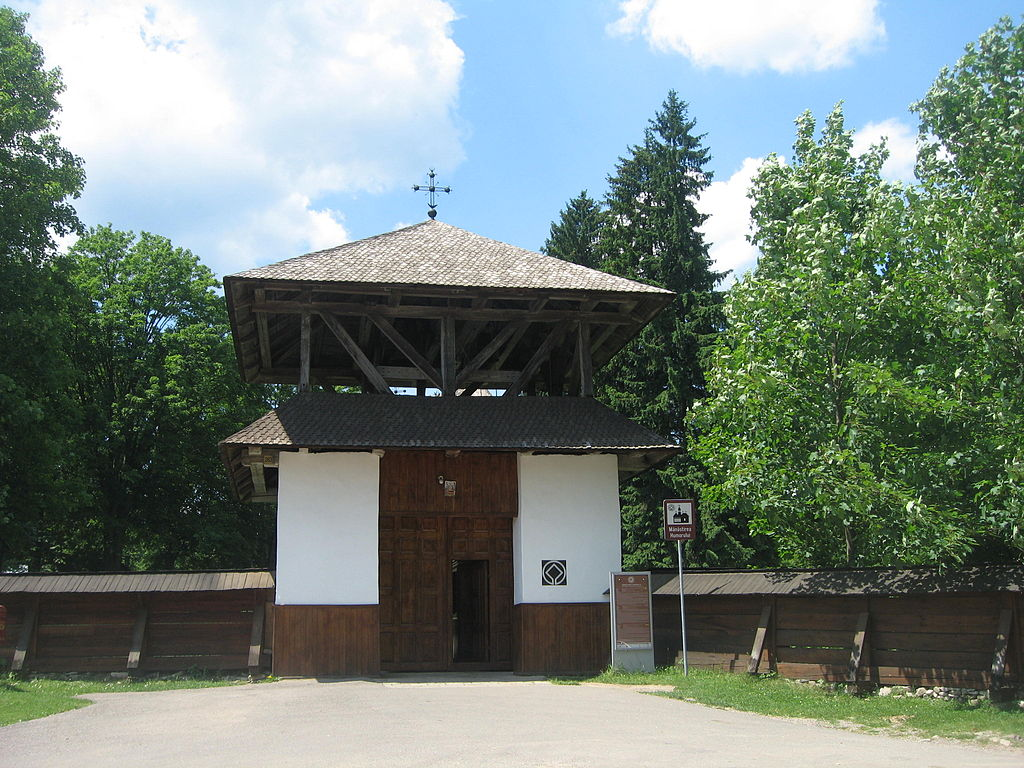 Poarta de intrare Manastirea Humor