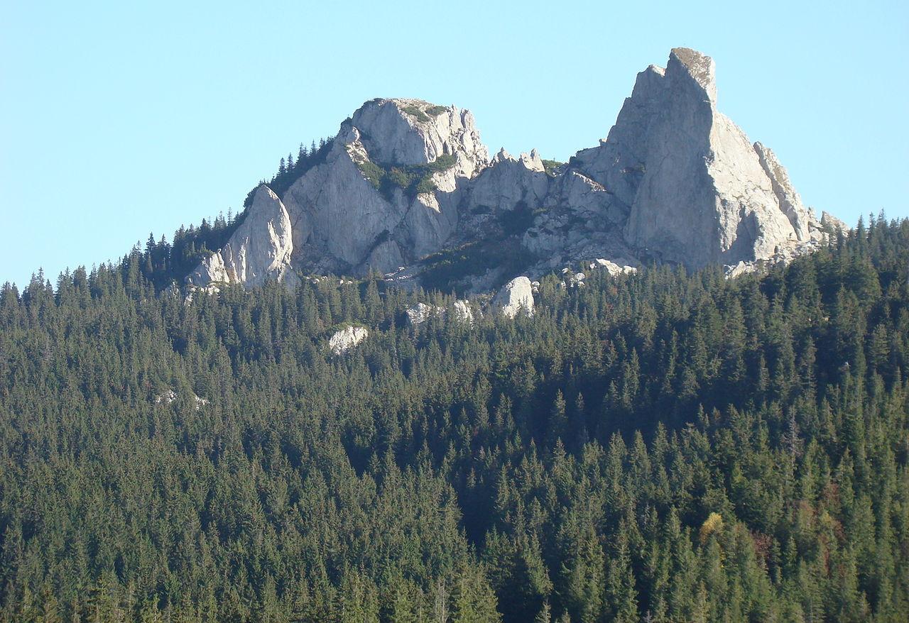 Rezervația naturală Pietrele Doamnei11