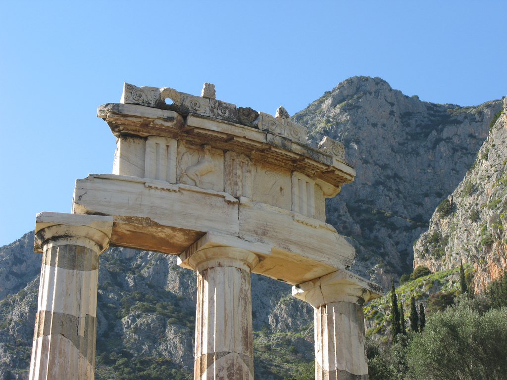 Sanctuarul Atenei Pronaea11