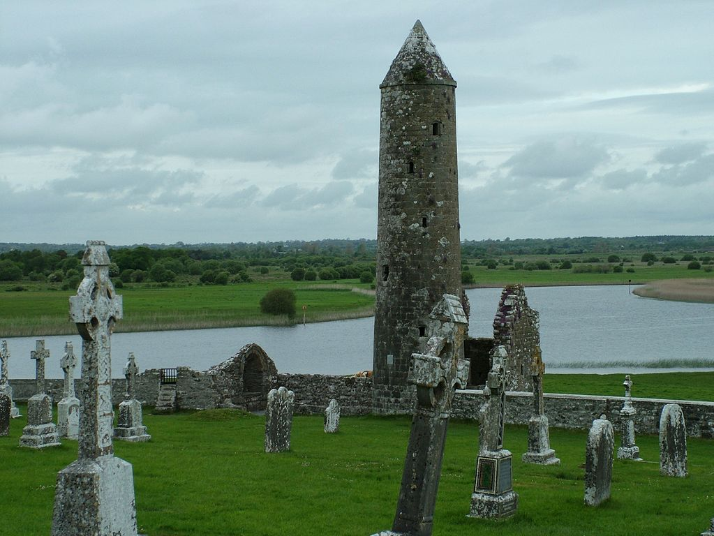 Situl monastic Clonmacnoise Shannon