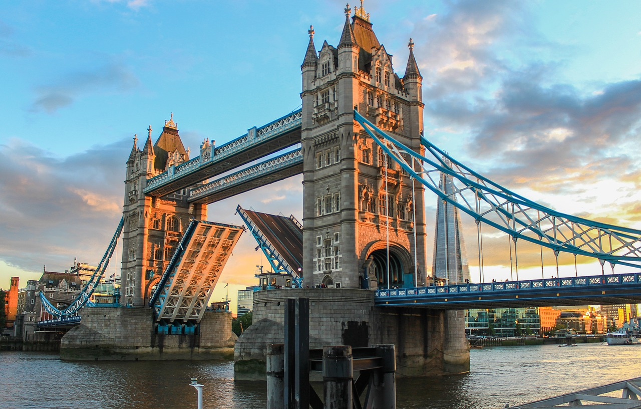 Tower Bridge din Londra