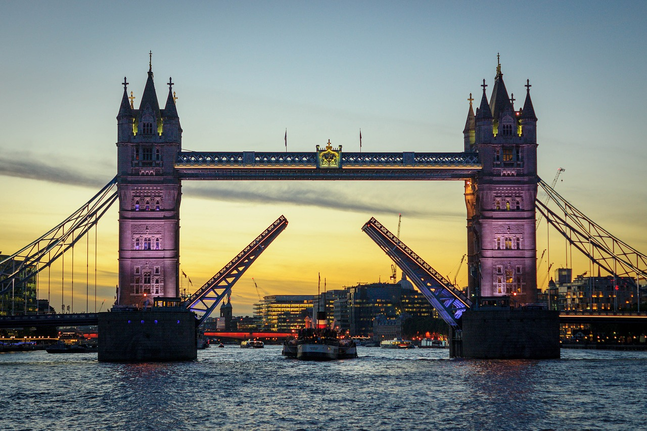 Tower Bridge din Londra11