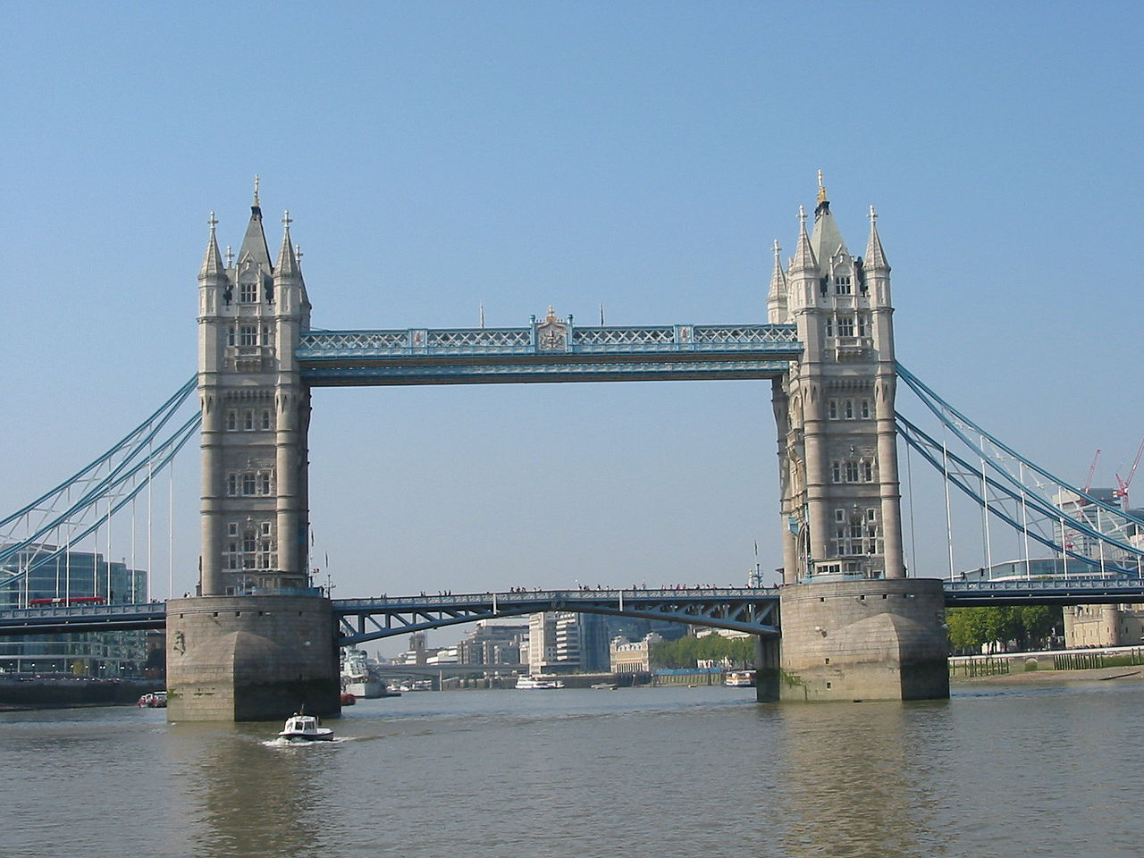 Tower Bridge din Londra111