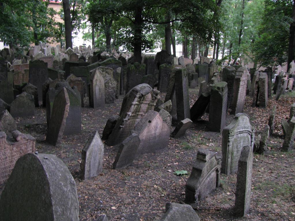 Vechiul cimitir evreiesc din Praga111