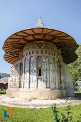 acoperis-circular-de-la-manastirea-voronet-judetul-suceava.jpg