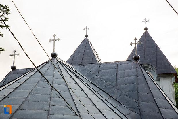 acoperis-cu-turnuri-manastirea-godinova-din-bocsa-judetul-caras-severin.jpg