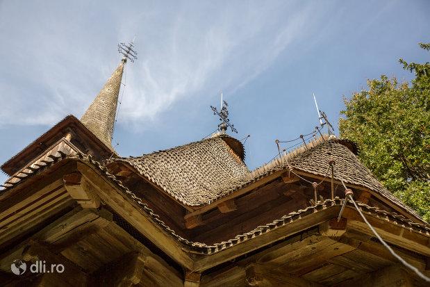 acoperis-de-la-biserica-de-lemn-din-calinesti-judetul-maramures.jpg