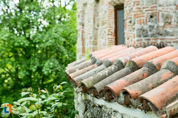 acoperis-de-la-clopotnita-manastirea-tismana-judetul-gorj.jpg
